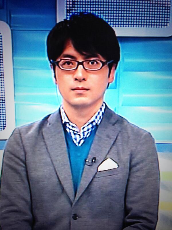 メガネをかけて緊張気味の桝太一。